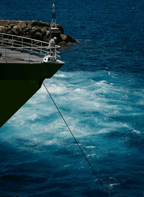 ankerndes Schiff auf See
